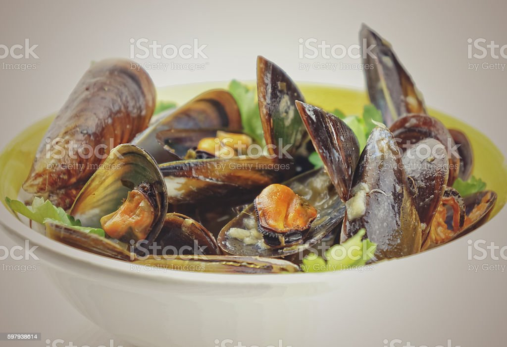 Mussel soup with fresh parsley foto royalty-free