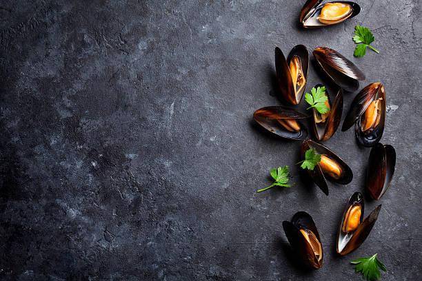 mussels and parsley - mięczak zdjęcia i obrazy z banku zdjęć