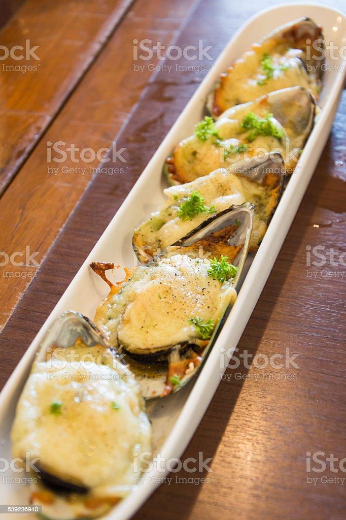 Mejillones horneada con queso foto de stock libre de derechos
