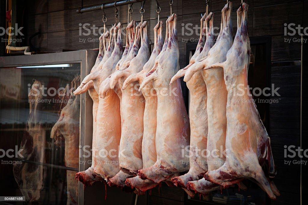 Mutton hängen in einer Fleischgerichten – Foto