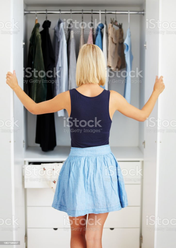 Mi armario full.of cosas que no utilice. - foto de stock