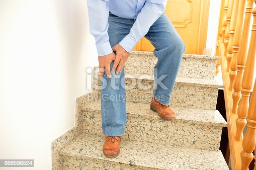 181879982istockphoto my knee hurts 668596524