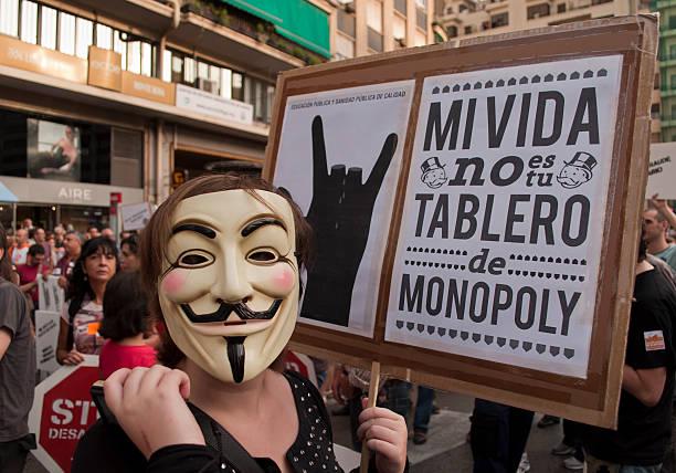 mi vida, no es su monopolio de planchar - anonymous red activista fotografías e imágenes de stock