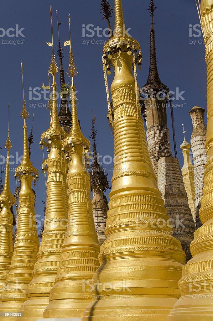 Birmanie (Myanmar): Spires au monastère près du Lac Inle photo libre de droits