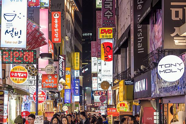 myeong-dong neon lights in seoul - séoul photos et images de collection