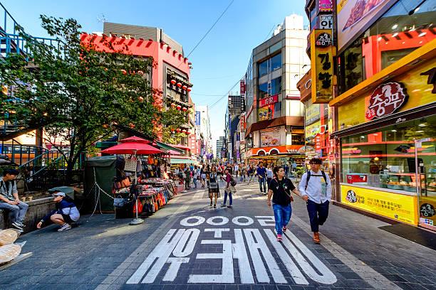 myeong 洞のショッピング街 - 韓国 ストックフォトと画像