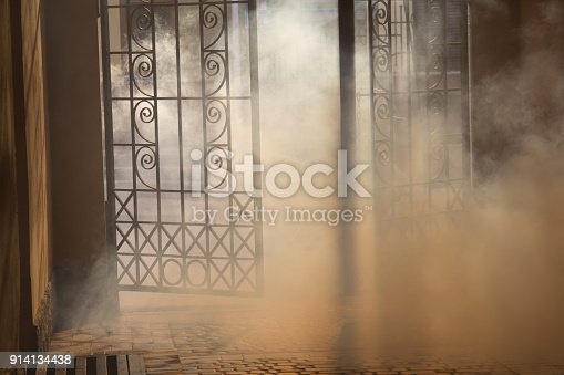 914134406 istock photo mysterious arch 914134438