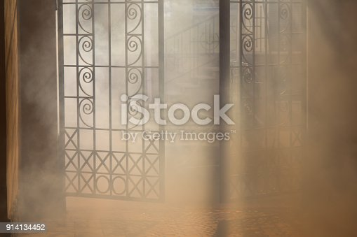 914134406 istock photo mysterious arch 914134452