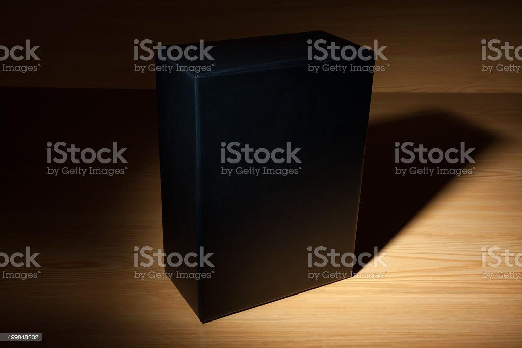 Misterioso black box no escuro - foto de acervo