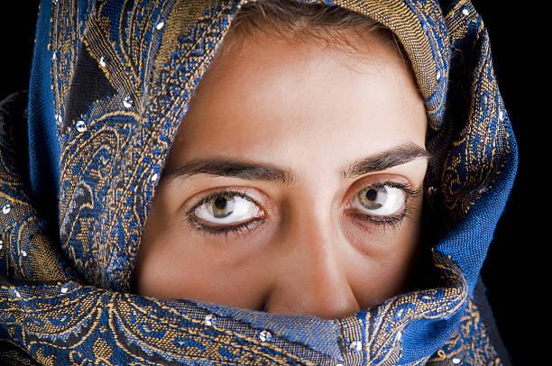 geheimnisvollen augen - ägyptisches make up stock-fotos und bilder