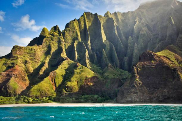 Geheimnisvolle Misty Na Pali Küste und Waimea Canyon, Kauai, Hawaii – Foto