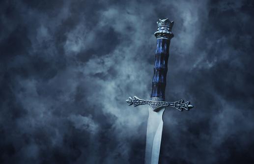 Mysteriousand Magical Photo Of Silver Sword Over Gothic Snowy Black Background Medieval Period Concept - zdjęcia stockowe i więcej obrazów Antyczny