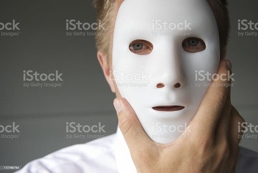 фото людей в белых масках разные манеры