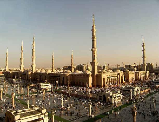 nabawi mosque, medina, saudi arabia in the evening. - saudi national day stok fotoğraflar ve resimler