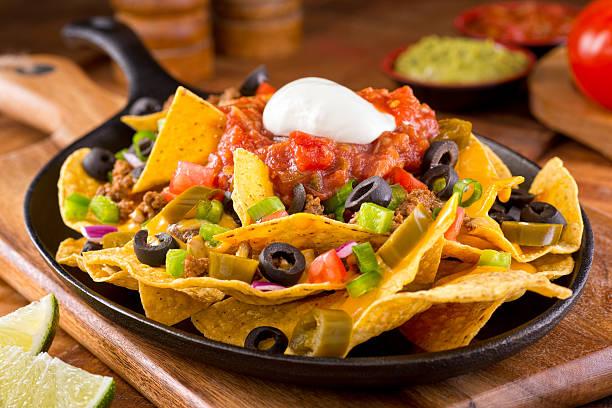 nachos supreme - mexikanische möbel stock-fotos und bilder