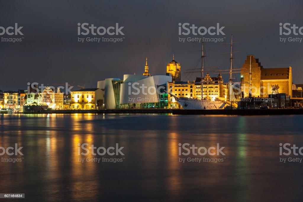 Nachtaufnahme vom Hafen von Stralsund stock photo