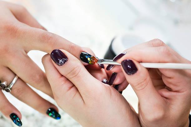 nagel-kunst-maniküre - nageldesign trend stock-fotos und bilder