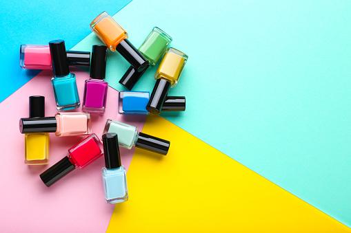 Nail Polish Bottles On Colorful Background — стоковые фотографии и другие картинки Лак для ногтей - iStock