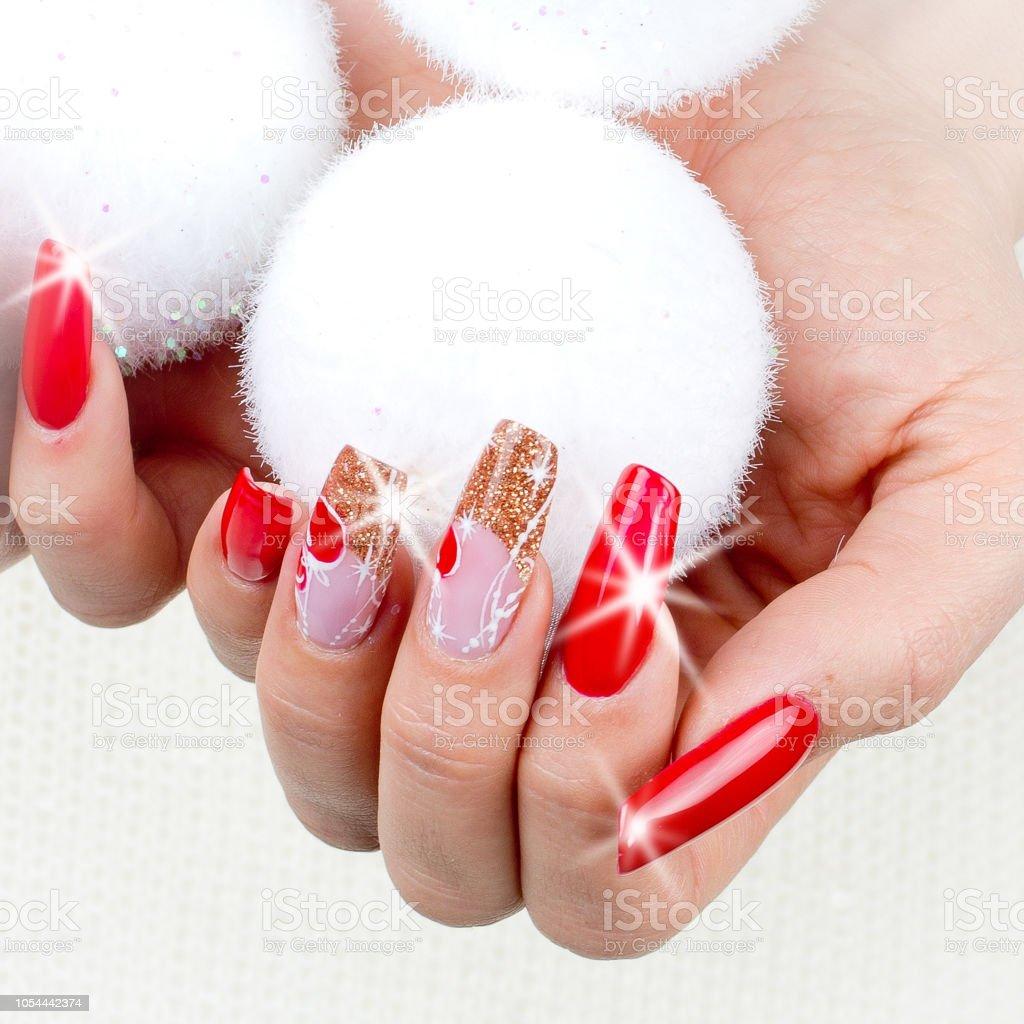 Uñas Decoradas Con Adornos De Navidad Rojo Foto De Stock Y