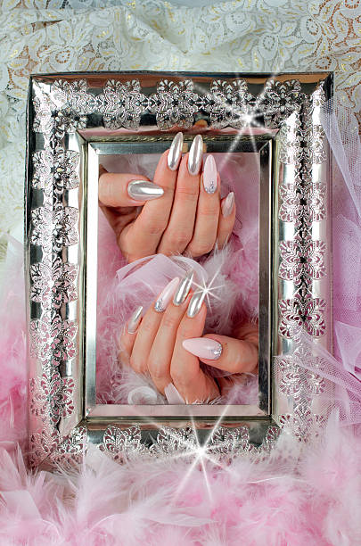 nails pink and pearl with diamonds with ancient finely decorated - hochzeits make up camouflage stock-fotos und bilder