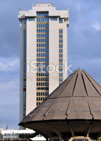 Nairobi, Kenya: African modern architecture - Times Tower Complex (aka New Central Bank Tower) and roof at the Kenyatta complex - central business district skyscraper - photo by M.Torres
