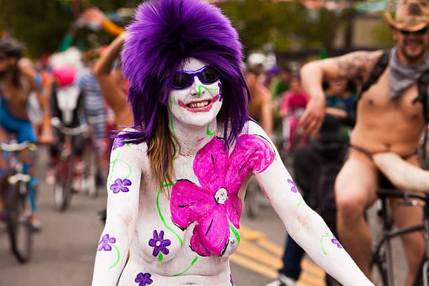 Royalty Free Gole ženske na kolesih slike, slike in fotografije - Istock-9288
