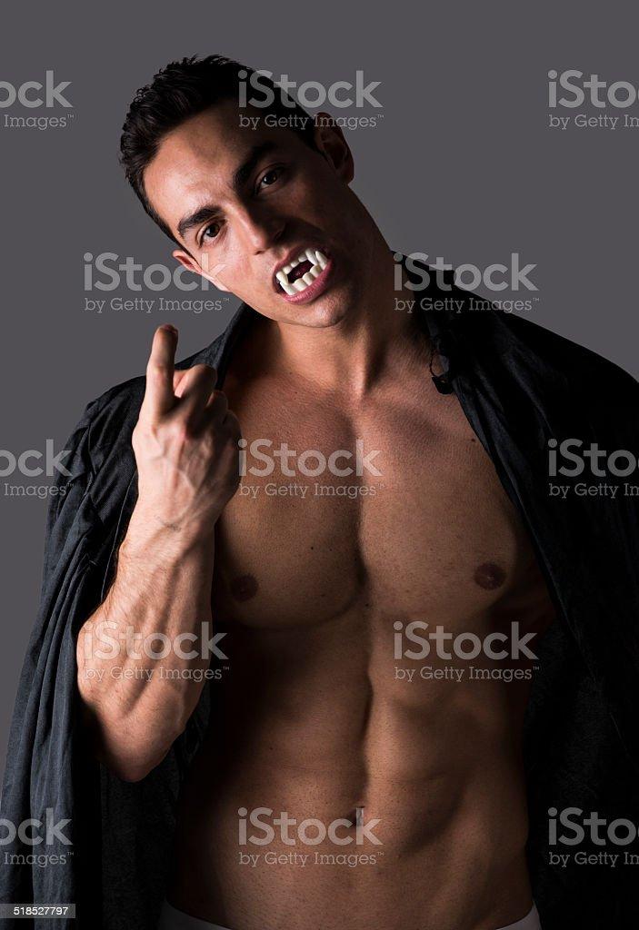 Мускулистые и сексуальные вампиры