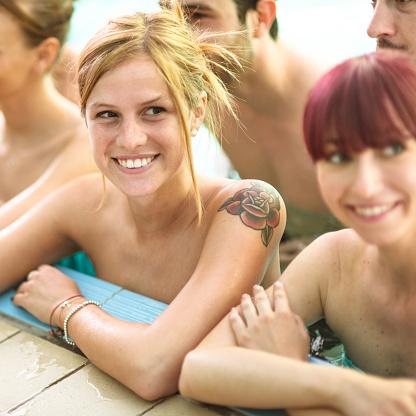 Nackt Party Am Swimmingpool Stockfoto und mehr Bilder von