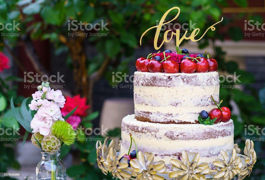 Nu bolo de casamento de flores - foto de acervo