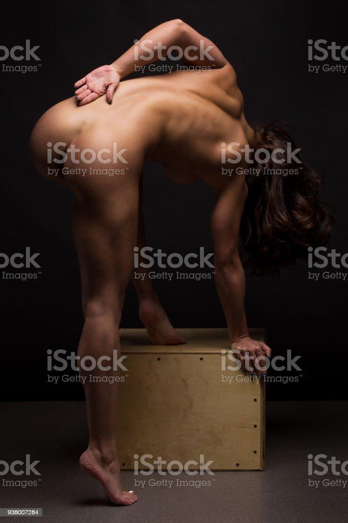 frau yoga nackt