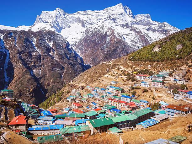 namche-basar dorf, mount everest-region nepal dem himalaya - nepal tibet stock-fotos und bilder