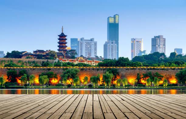 南京玄武湖夜景 - 北京 ストックフォトと画像