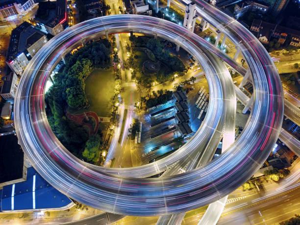 route de viaduc de pont de nanpu, shanghai - rond point carrefour photos et images de collection