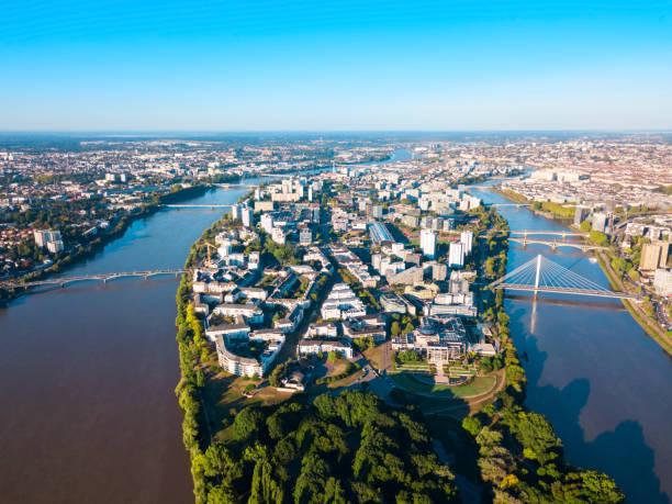 vue panoramique aérienne de nantes, france - nantes photos et images de collection