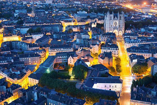 Nantes Stadt am Sommer-Nacht – Foto