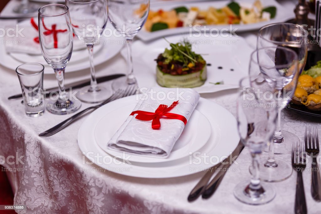 Fabulous Napkin Tied With Red Ribbon On White Empty Plate On Table Download Free Architecture Designs Grimeyleaguecom