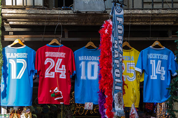 nápoles: uma compra não original nápoles de equipa de futebol de manga curta - ronaldo imagens e fotografias de stock