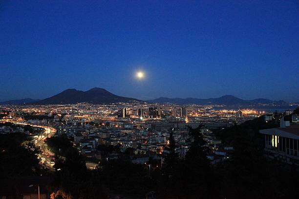napoli notte metropoli - pone stock photos and pictures