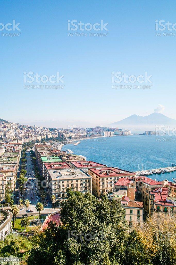 Napoli con il Vesuvio vista di Posillipo - foto stock