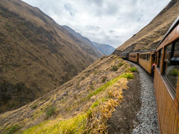 Nariz Del Diablo-Teufelsknuss-Zug in ecuadorianischen Anden – Foto