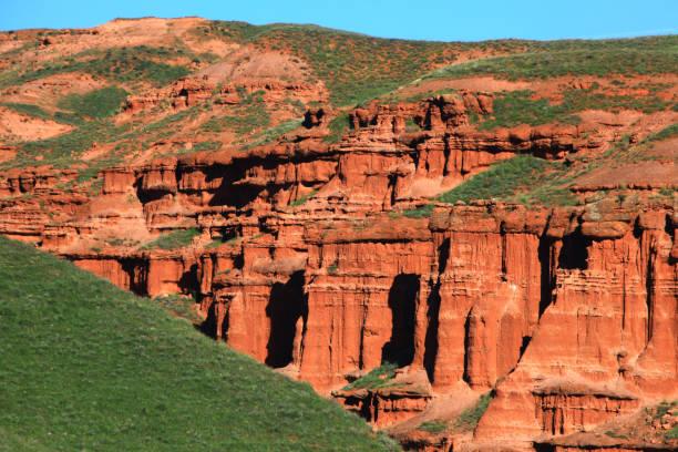 narman het rode grondgebied - aardpiramide stockfoto's en -beelden