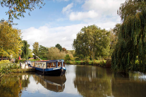 Narrow Boat on Avon Canal Picturesque landscape of a narrow boat moored on the Avon river awaiting tourists to cruise down the river through Stratford upon Avon, England canal stock pictures, royalty-free photos & images
