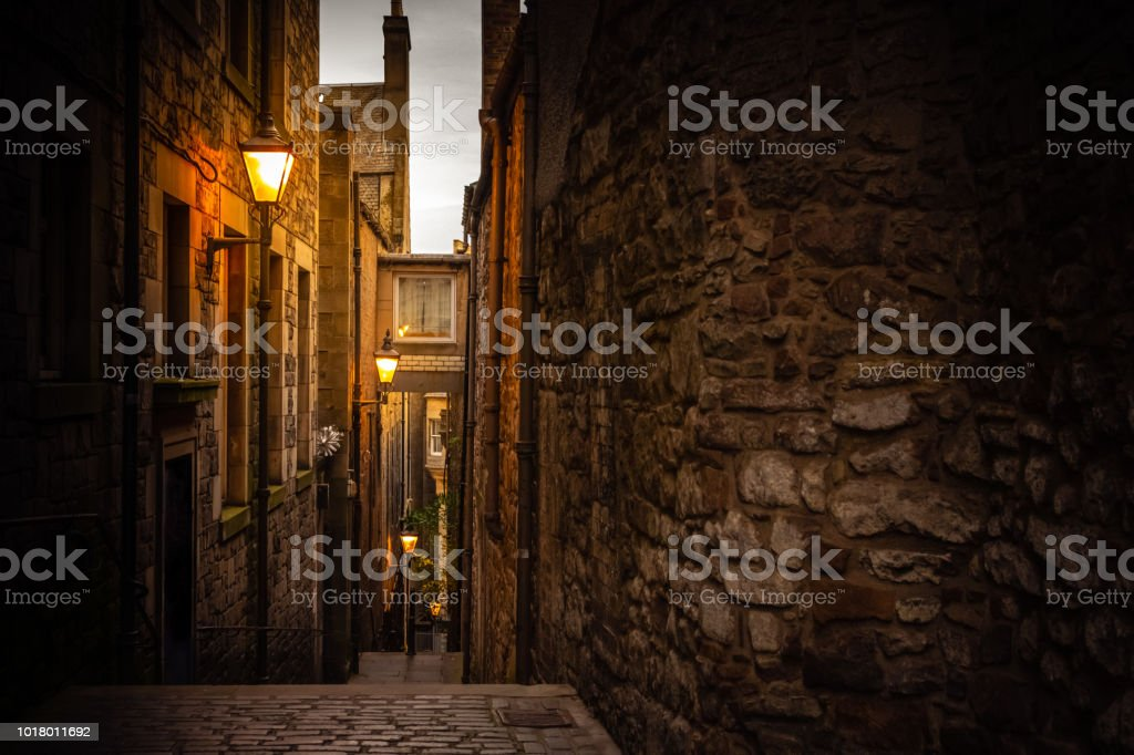 Narrow close (alleyway) in Edinburgh, Scotland - Royalty-free Alley Stock Photo