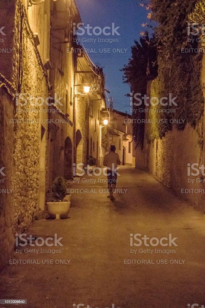 Estrecho street de noche - foto de stock