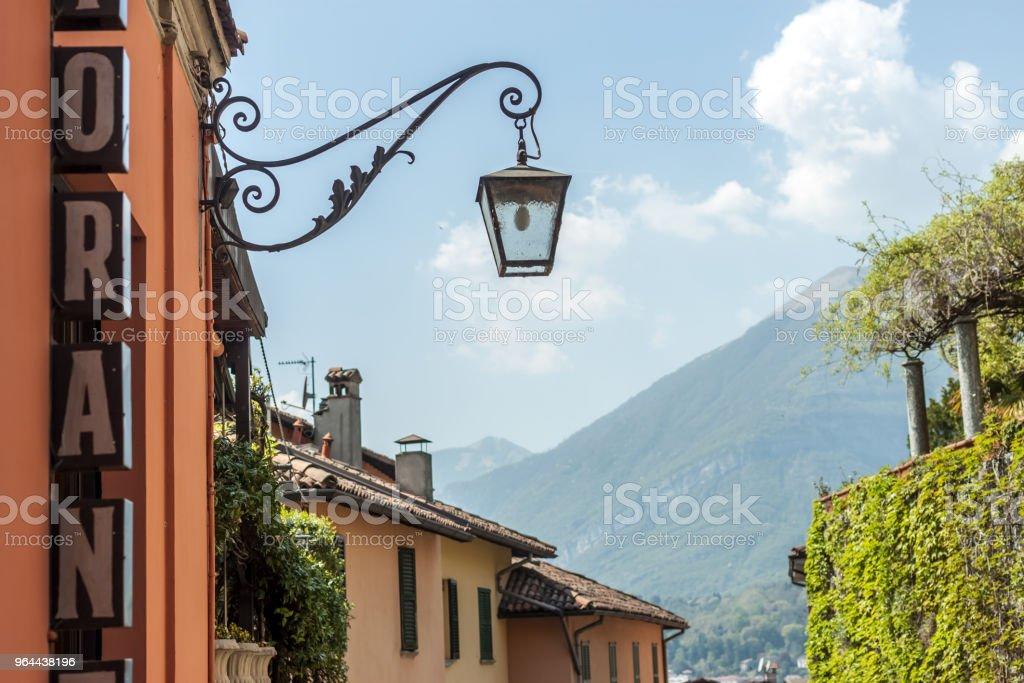 rua estreita até o lago de Itália - Foto de stock de Beleza royalty-free