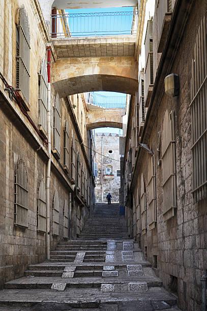 Schmale Straße in der Altstadt von Jerusalem, Israel. – Foto