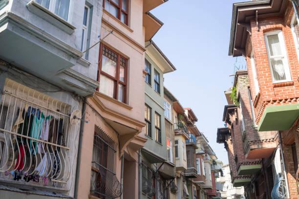 Balat Istanbul Türkiye 'nin dar sokakları stok fotoğrafı