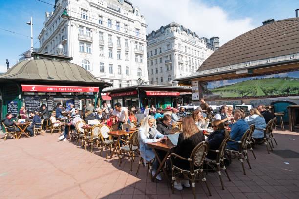 naschmarkt wien - naschmarkt stock-fotos und bilder