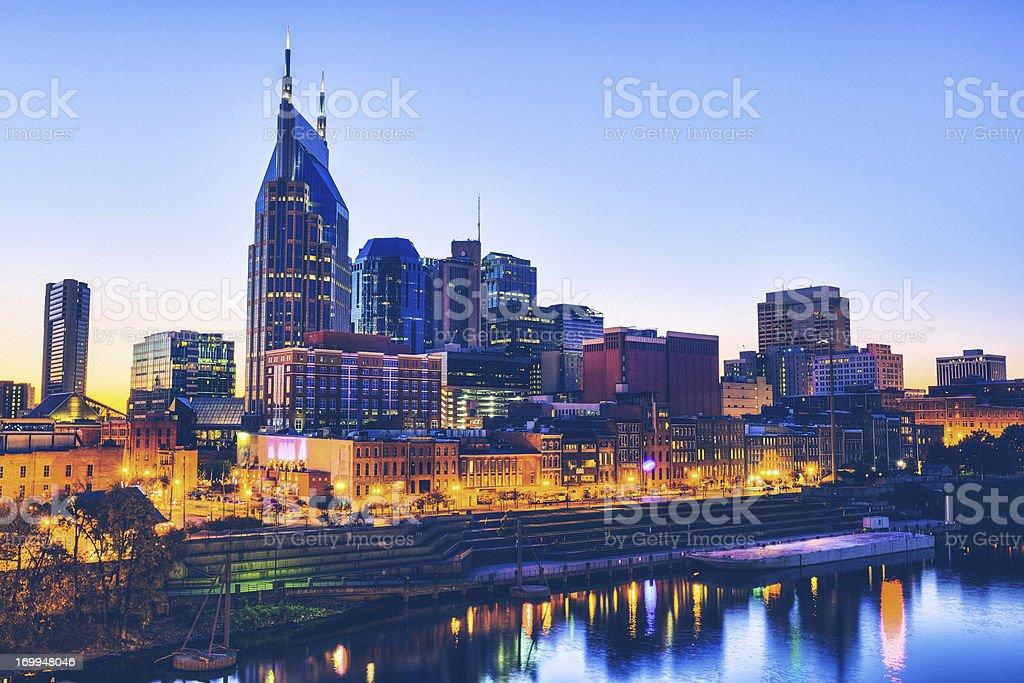 Skyline von Nashville in der Dämmerung – Foto