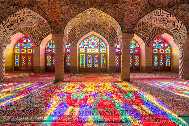 nasir al-mulk-moschee (rosa moschee) in shiraz, iran. - iranische stock-fotos und bilder